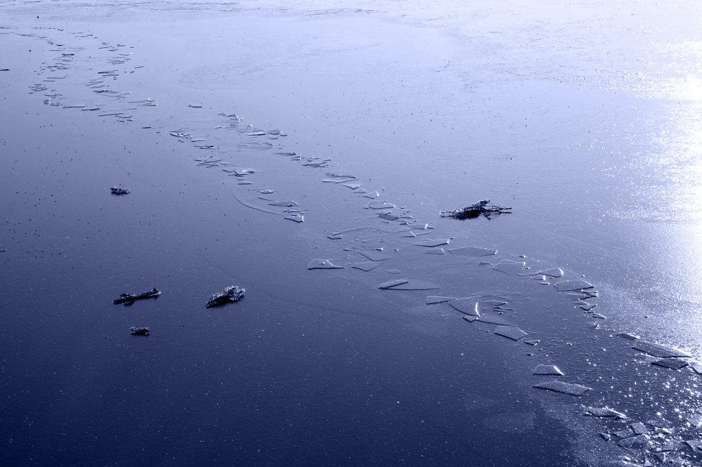 Trampelweg im Eis